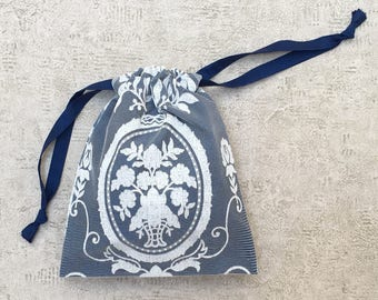 smallbag white lace lined with Navy cotton - cotton bag