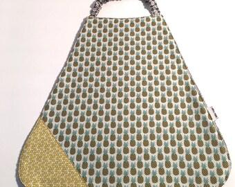 Bib elasticated pineapple printed cotton and sponge