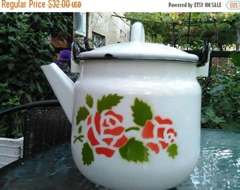 Large galvanized teapot, a teapot with a lid, a teapot for cooking, a galvanized white teapot, very old teapot,