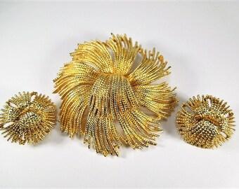 Vintage Monet Set Brooch and Earrings Pristine 50% OFF monet jewelry, vintage jewelry set, monet set, vintage brooch, vintage earrings
