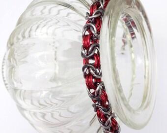Chainmaille bracelet, byzantine bracelet, red with anthracite bracelet, red jewelry, anthracite jewelry, red bracelet, Tessa's chainmail