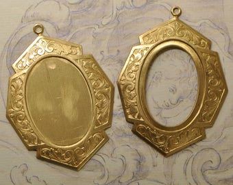 Antique Style Portrait Cabochon or Stone Setting Pendant Gold Toned Raw Brass 25V 26V