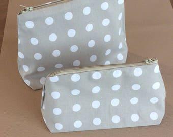 2 pouches for pencils / makeup / handbag.