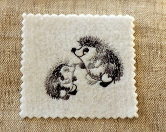 Patch fusible embroidered, pattern hedgehogs Applique iron-on or sew