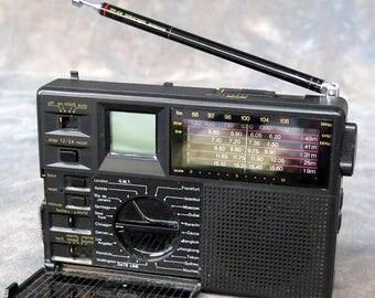 Summer Sale GRUNDIG 7 band Travel Radio, with case, home & world time Traveller II fm/mw/sw