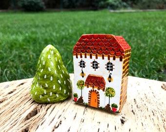 Tiny Colonial ceramic house
