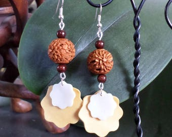 Pearl Earrings carved wood and cold porcelain