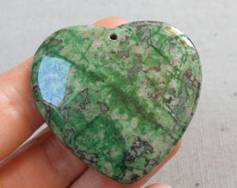 45 x 45 mm - colored agate stone pendant - green-black heart shaped