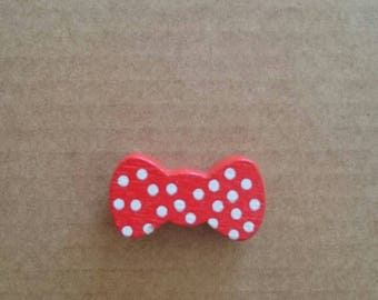 Bow tie red wood beads