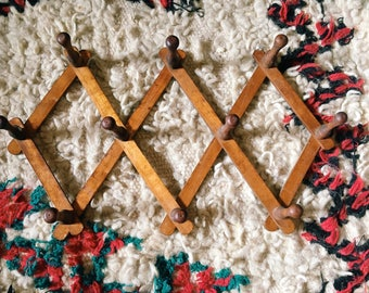 Vintage Accordion Style Expanding Wood Peg Rack
