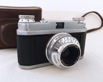 Old camera NEOPLAR sport FOCA. f = 1:35 F = 4.5 cm. Vintage 1961
