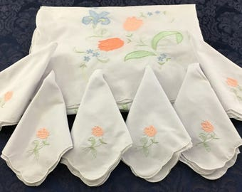 Vintage Tablecloth & 6 matching Napkins with Appliqued Flowers 64 x 96