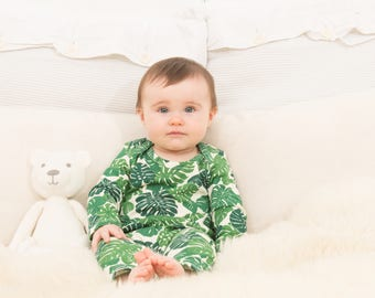Leaf print baby jumpsuit