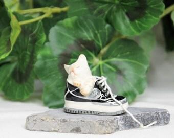 Miniature White Kitten Sleeping in Sneaker, Miniature Fairy Garden Porcelain Cat Figurines, Cat Statues, Dollhouse Animals, Dollhouse Cats