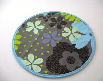 A set of 6 floral place mats