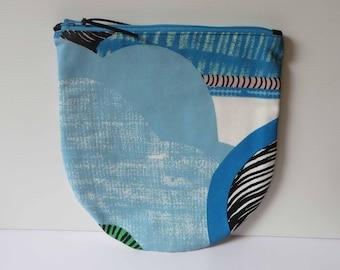 Zip purse with circle base