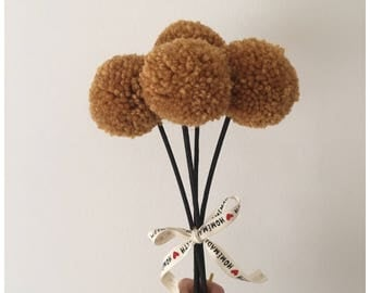 Billy buttons pompom bouquet