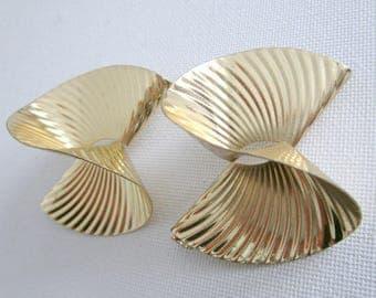 Huge gold 80s  stud earrings, gold pleated earrings, 80s earrings
