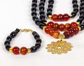 This necklace is named Africa. Hermoso collar de agatas negras y marron Amazing necklace with a combination of agate and gold plated pendant