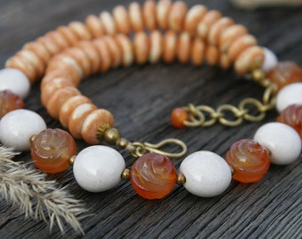 Fox-colour Sandy Winter White Necklace
