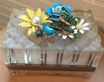 Vintage jewelry box with vintage mid century jewelry