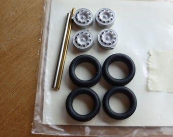white metal Alfa Romeo wheels set for Alfa Romeo of the 50s/60s (Giulietta, SS, SZ etc) 1:43 Carrara 52