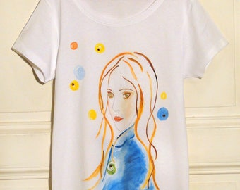 Lucie woman portrait t-shirt, sleeves short print with illustration 1 world apart ©