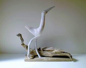 Oiseau en bois flotté patiné blanc et souches décoratives - Création unique