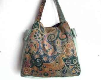 Seventies style velvet handbag.