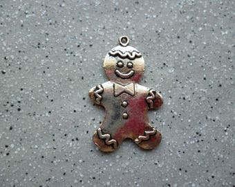1 silver-plated gingerbread man charm