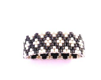 Ring ring with diamond pattern / miyuki beads black and silver / peyote weaving / size 56