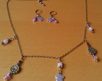 The bouquet of flowers Bronzes and purple necklace