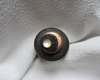 ring cabochon round black polymer clay, copper paint and rhinestones in round bronze metal
