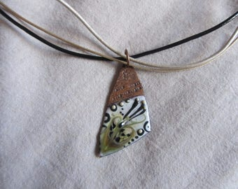 Crew neck multistrands of leather cord and pendant triangle copper enameled beige gold, black and white