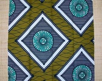 tissu africain wax aux couleurs bleu marine jaune et blanc. Black Bedroom Furniture Sets. Home Design Ideas