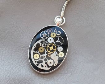 Key-oval shaped resin and gears Steampunk