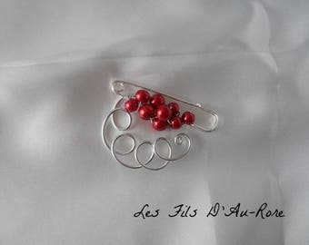 "Brooch, shows ""LANA"" train in red Pearl"