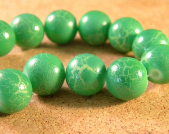 painted cracked glass - green - E PE240 12 mm 10 beads