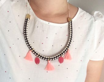 Original woman necklace ethnic ey Bohemian, gold, black and white, pink tassels and pink agate beads