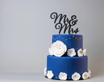 "Cake topper ""Mr & Mrs"" - wedding cake decoration - groom figurine"