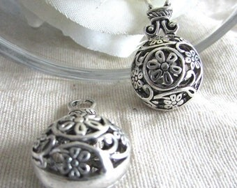 Charms X 2 purse in Tibetan silver filigree 32 x 16 mm approx
