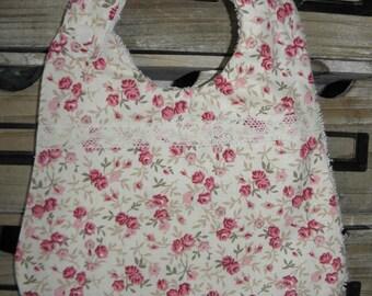 Bavoir tissu coton liberty avec des roses et éponge pour les bébés de la naissance à 12 mois et plus