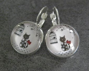 Silver cabochon cat earring
