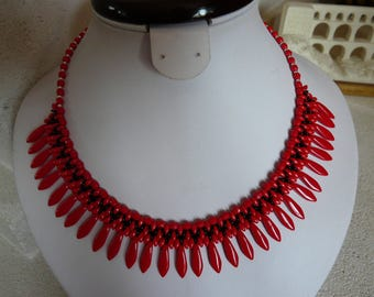 "NECKLACE ""CORAL OPAQUE"" WOVEN WITH DAGGERS"