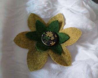 brooch made with felt in two colors