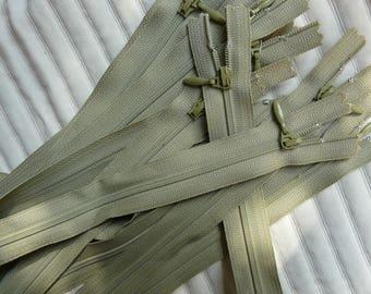 fermeture éclair / zip vert pale  25cm