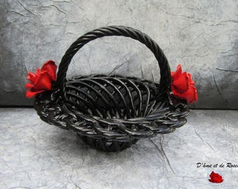 Black baroque mesh basket with two red roses