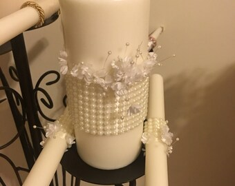White and pearl unity candle