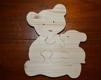 Wooden puzzle of 4 pieces of a mother bear with her cub