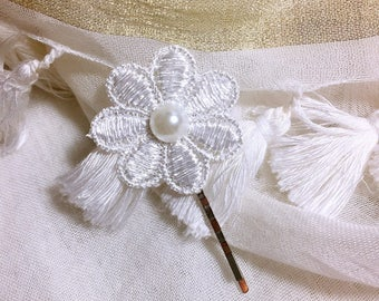 Hair clip Bobby pin flower in white lace wedding/baptism/party/ceremony